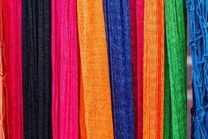 kleurrijke hangmat gemaakt van nylon. foto