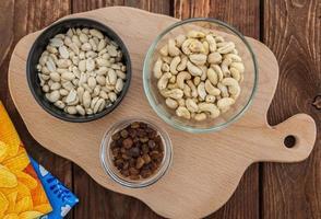 cashew, pinda's en rozijnen foto
