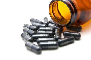 geneeskunde capsule op witte achtergrond foto
