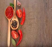 tomatenketchup en groenten foto