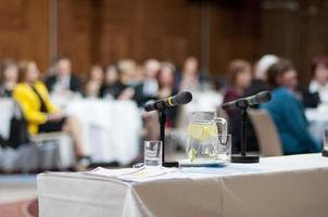 lege stoel op een zakelijke conferentie foto