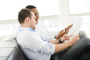 Midden-Oosten mensen met een zakelijke bijeenkomst op kantoor foto