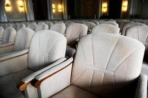 lege beige fluwelen fauteuils foto