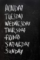 weekdagen op blackboard foto