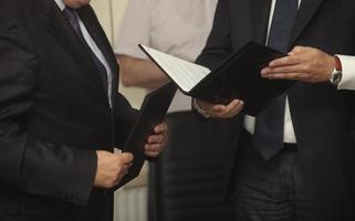 handtekening ondertekening contract kantoorbedrijf foto