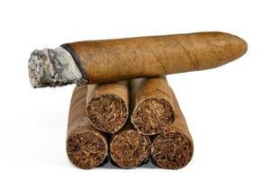 bruine sigaar verbrand foto