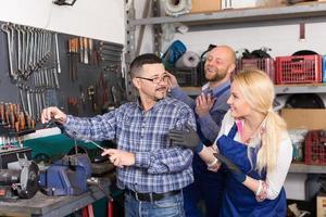 automonteurs op workshop foto