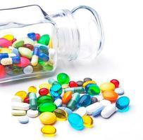kleurrijke tabletten met capsules