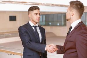 handdruk van zakenlieden foto