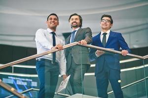 vriendelijke zakenlieden foto