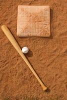 honkbal & vleermuis bij de basis foto