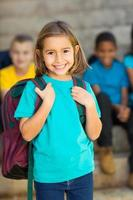 schattig basisschoolmeisje foto