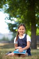 schoolmeisje in park