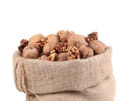 volle zak met walnoten. foto