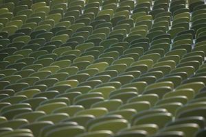 stoelen van een stadion foto