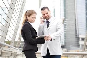 business team met behulp van digitale tablet foto