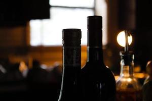 koken en wijn drinken foto