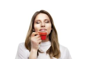meisje drinkt een kopje koffie