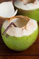 groene kokoswaterdrank foto