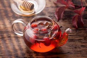 thee rozenbottel. vitamine drinken. foto