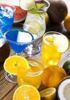 alcoholische dranken met fruit foto