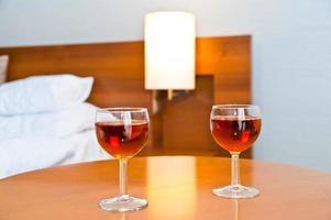 twee glazen wijn te drinken foto