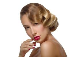 schoonheidsportret glamour mooie jonge vrouw gezicht aan te raken