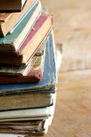 stapel oude boeken foto