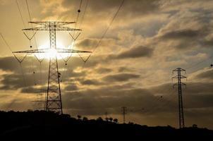 hoogspannings elektrische transmissietoren foto