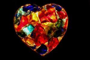 hart - close-up van verlichte gebrandschilderd glas