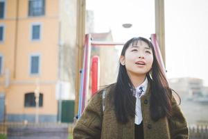 jonge mooie Aziatische hipster vrouw foto
