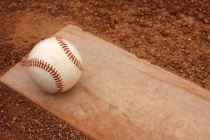 honkbal op de heuvel van de werpers foto