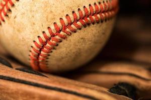 honkbalhandschoen met bal foto