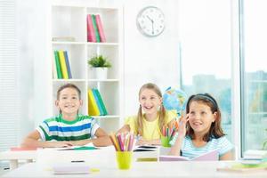 vrolijke leerlingen