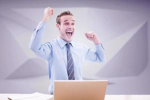 samengesteld beeld van zakenman juichen foto