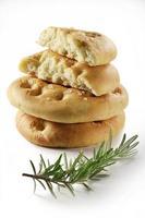 focaccia plat brood met rozemarijn_6 foto