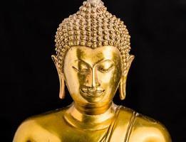 Boeddhabeeld op zwarte achtergrond foto