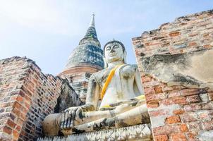 het oude standbeeld van Boedha in tempel, autthaya Thailand foto
