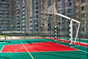 basketbalveld buiten foto