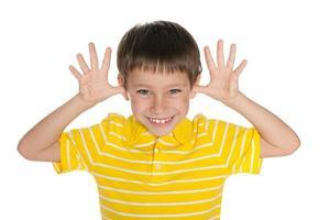 heel vrolijke jongen foto