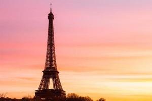 Eiffeltoren bij zonsondergang met kopie ruimte foto
