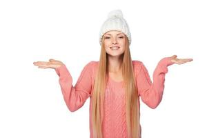 winter meisje kopie ruimte houden op haar handpalmen foto