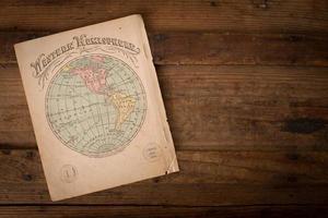 oude, kleurenkaart van het westelijk halfrond, met kopie ruimte foto