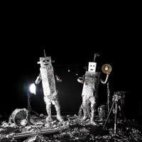 dansende aluminiumfolierobots maanlanding foto