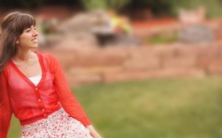 mooie jonge vrouw met exemplaarruimte foto
