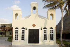 kerk buitenkant in meixco, kopie ruimte foto