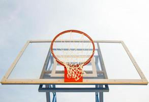 basketbalring en net foto
