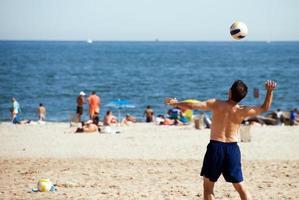 volleybal serveren foto