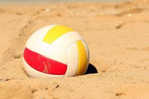 volleybal in het zand foto