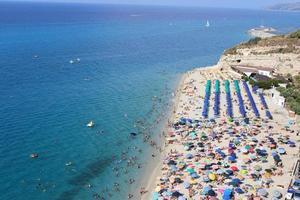 volkeren op het strand, zomer foto